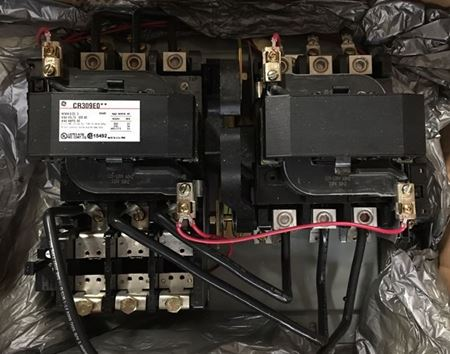 Image of the front of a GE CR309E002 circuit breaker