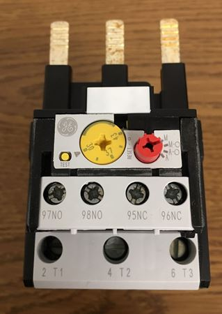 Front view of a GE RT2E overload relay